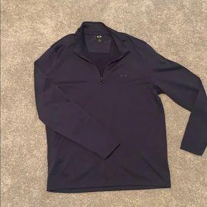 Men's medium Oakley half zip.